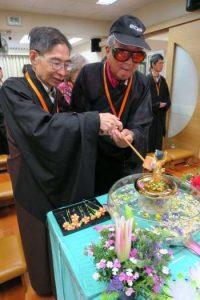 每次參加法會,Paul都十分投入,也因此收穫了許多寶藏(圖:香港失明人佛教會)。